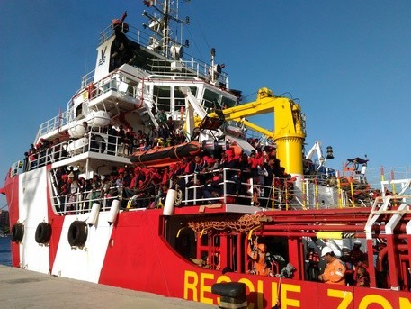ONG nel Mediterraneo: più di 2000 profughi salvati in Calabria da Save the Children e SOS Mediterranée